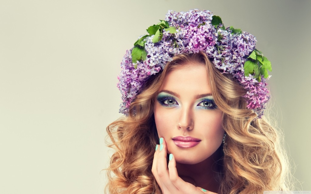 girl_with_flowers_2-wallpaper-1440x900